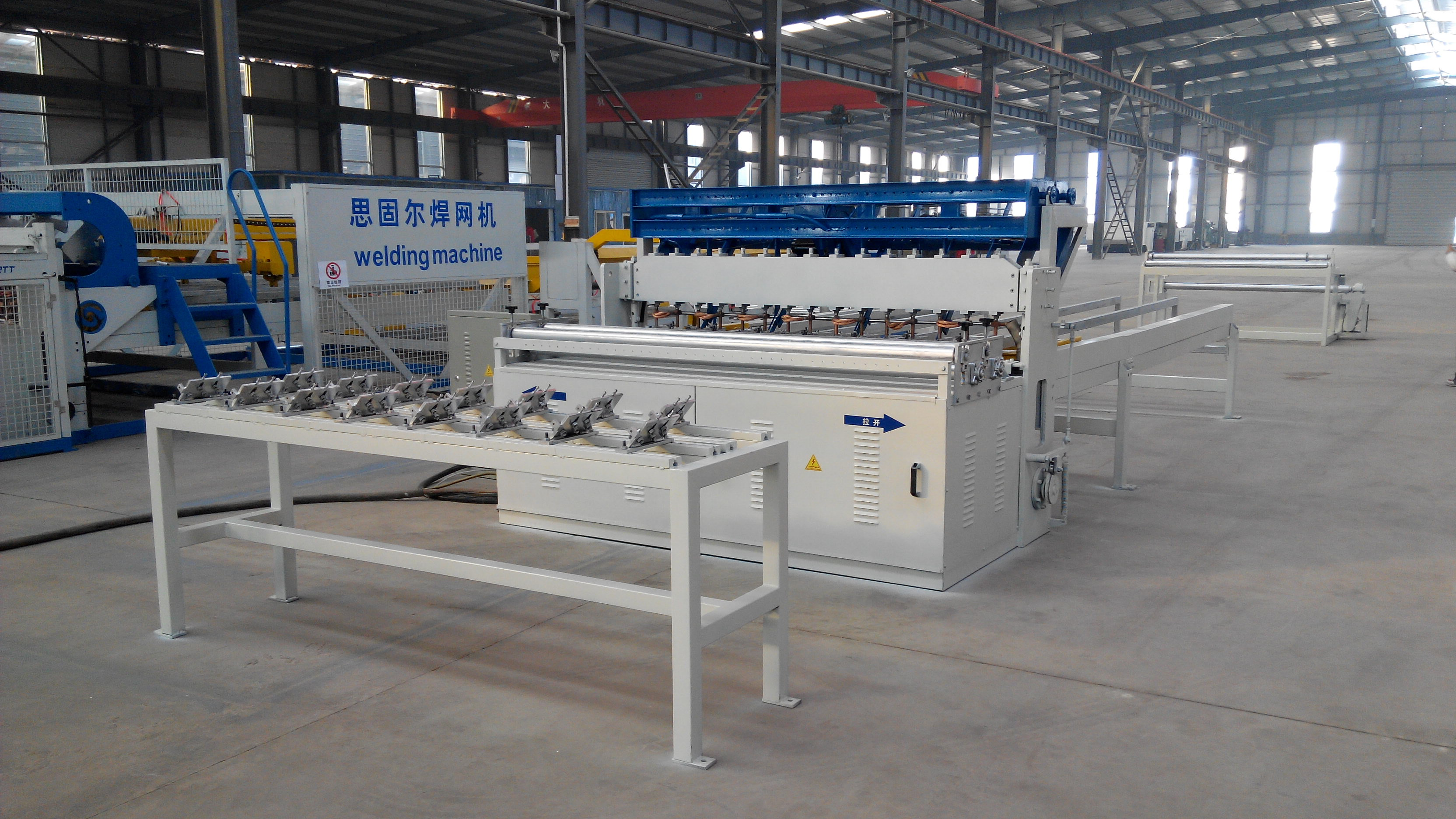 Animal cages mesh machine